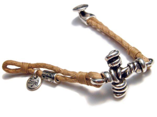 Pulsera con cruz de alambres