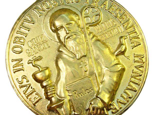 Medalla San Benito oro satinado